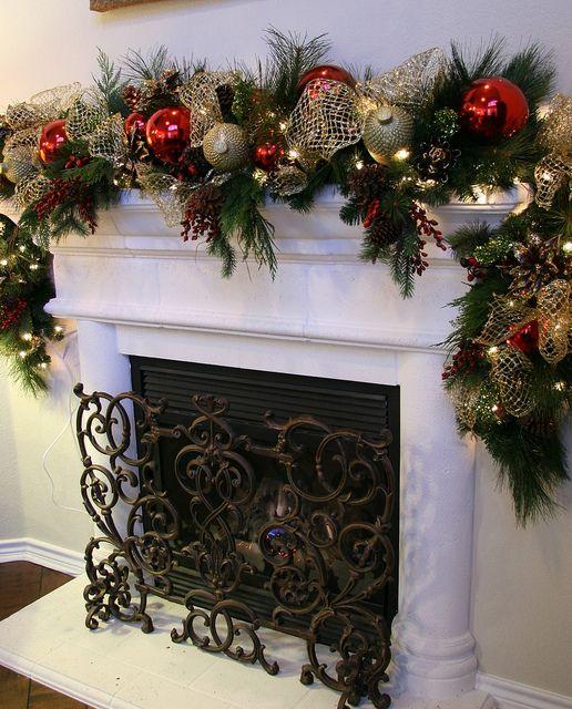 Christmas Fireplaces Decor 11 - Fireplace Mantel Décor Styles For The Christmas Season