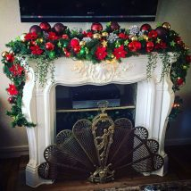 Christmas Fireplaces Decor 12 214x214 - Fireplace Mantel Décor Styles for the Christmas Season