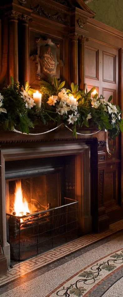 Christmas Fireplaces Decor 15 - Fireplace Mantel Décor Styles For The Christmas Season