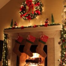 Christmas Fireplaces Decor 16 214x214 - Fireplace Mantel Décor Styles for the Christmas Season