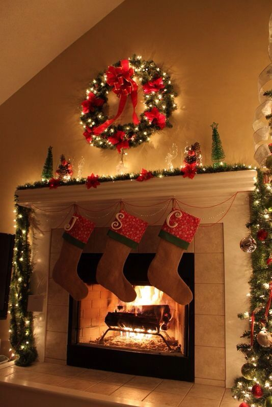 Christmas Fireplaces Decor 16 - Fireplace Mantel Décor Styles For The Christmas Season