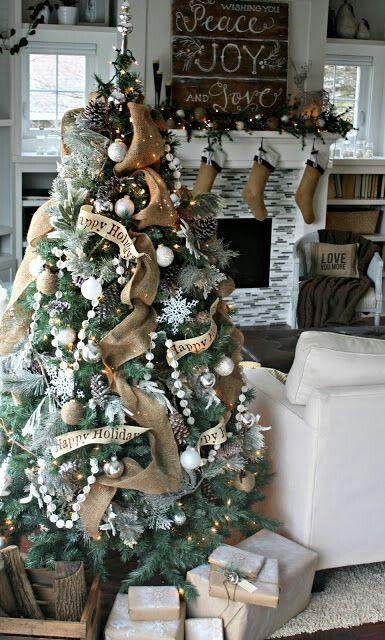 Christmas Fireplaces Decor 18 - Fireplace Mantel Décor Styles For The Christmas Season
