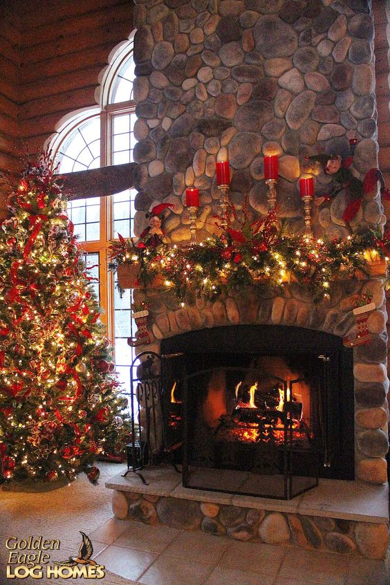 Christmas Fireplaces Decor 2 - Fireplace Mantel Décor Styles For The Christmas Season