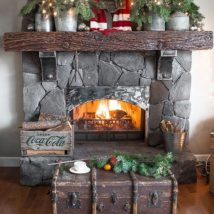 Christmas Fireplaces Decor 21 214x214 - Fireplace Mantel Décor Styles for the Christmas Season