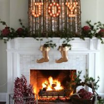 Christmas Fireplaces Decor 22 214x214 - Fireplace Mantel Décor Styles for the Christmas Season