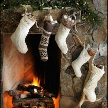Christmas Fireplaces Decor 27 214x214 - Fireplace Mantel Décor Styles for the Christmas Season