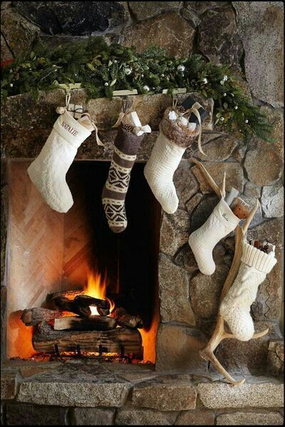 Christmas Fireplaces Decor 27 - Fireplace Mantel Décor Styles For The Christmas Season