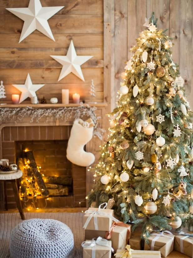 Christmas Fireplaces Decor 32 - Fireplace Mantel Décor Styles For The Christmas Season