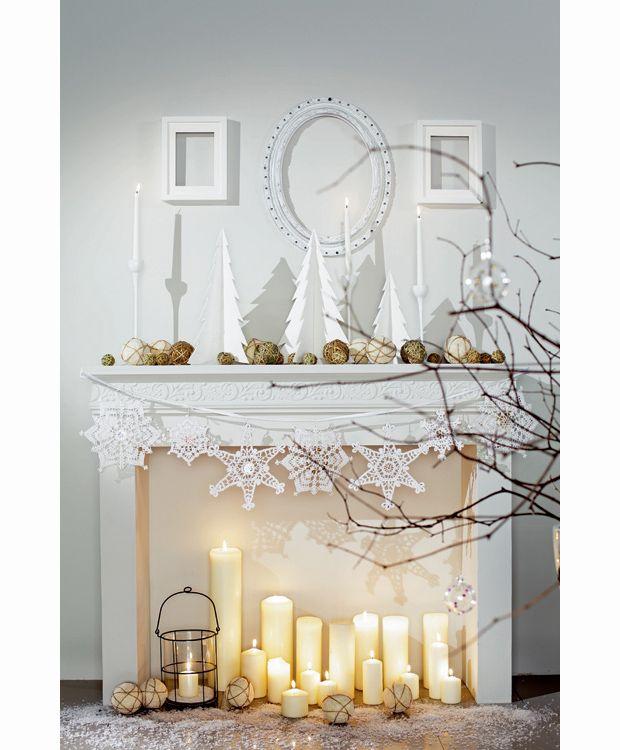 Christmas Fireplaces Decor 44 - Fireplace Mantel Décor Styles For The Christmas Season