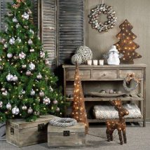 Christmas Fireplaces Decor 49 214x214 - Fireplace Mantel Décor Styles for the Christmas Season