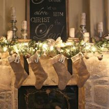 Christmas Fireplaces Decor 6 214x214 - Fireplace Mantel Décor Styles for the Christmas Season