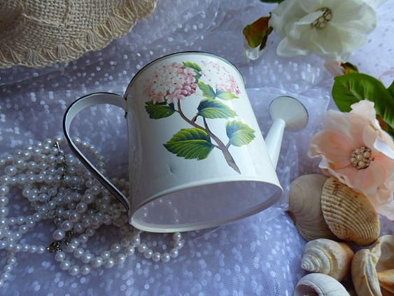 Decoupage Tin Can Planters 12 - Amazing Ideas To Decoupage Tin Can Planters