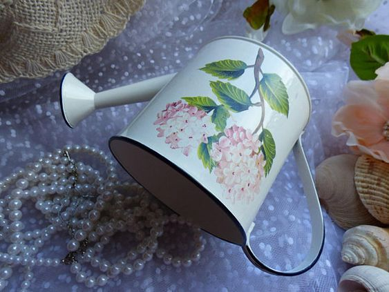 Decoupage Tin Can Planters 4 - Amazing Ideas To Decoupage Tin Can Planters