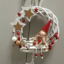 Diy Christmas Wreaths 15 214x214 - 39+ Of The Best DIY Christmas Wreath Ideas