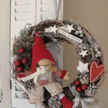 Diy Christmas Wreaths 16 214x214 - 39+ Of The Best DIY Christmas Wreath Ideas