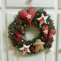 Diy Christmas Wreaths 18 214x214 - 39+ Of The Best DIY Christmas Wreath Ideas