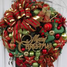 Diy Christmas Wreaths 35 214x214 - 39+ Of The Best DIY Christmas Wreath Ideas
