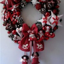Diy Christmas Wreaths 37 214x214 - 39+ Of The Best DIY Christmas Wreath Ideas