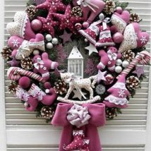 Diy Christmas Wreaths 38 214x214 - 39+ Of The Best DIY Christmas Wreath Ideas
