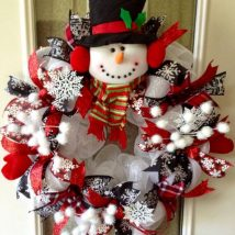 Diy Christmas Wreaths 40 214x214 - 39+ Of The Best DIY Christmas Wreath Ideas