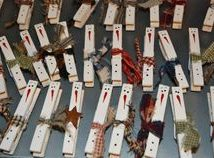 Diy Clothspin Projects 41 214x158 - 45+ Crazy DIY Clothespin Projects for Reuse