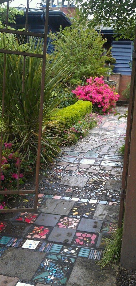 Diy Garden Mosaics Projects 25 - 40+ Unforeseen DIY Garden Mosaics Projects