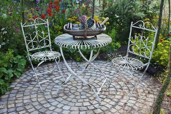 Diy Stepping Stones 18 - DIY Stepping Stones To Make Your House Stunning