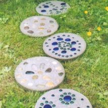 Diy Stepping Stones 22 214x214 - DIY Stepping Stones to make your House Stunning