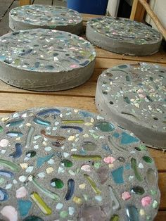 Diy Stepping Stones 23 - DIY Stepping Stones To Make Your House Stunning