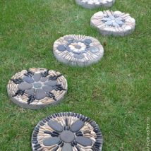 Diy Stepping Stones 25 214x214 - DIY Stepping Stones to make your House Stunning