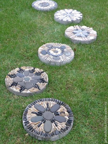 Diy Stepping Stones 25 - DIY Stepping Stones To Make Your House Stunning