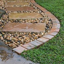 Diy Stepping Stones 40 214x214 - DIY Stepping Stones to make your House Stunning